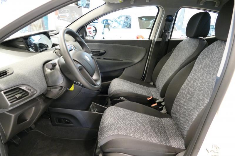 Offerta lancia ypsilon nuova campello motors p12550 for Interno lancia y